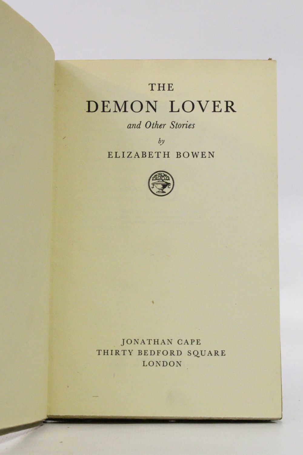 the supernatural story of elizabeth bowens the demon lover Modern ireland in 100 artworks: 1945 - the demon lover and other stories, by elizabeth bowen the writer used her unique imagination to devastating effect in these stories.